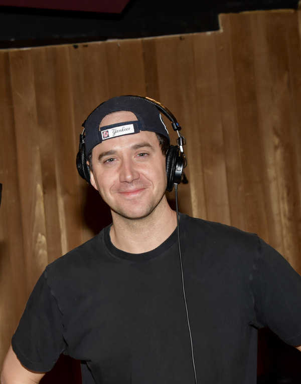 BWW Exclusive: TOOTSIE's Lilli Cooper and Santino Fontana Jingle All the Way for Carols For A Cure