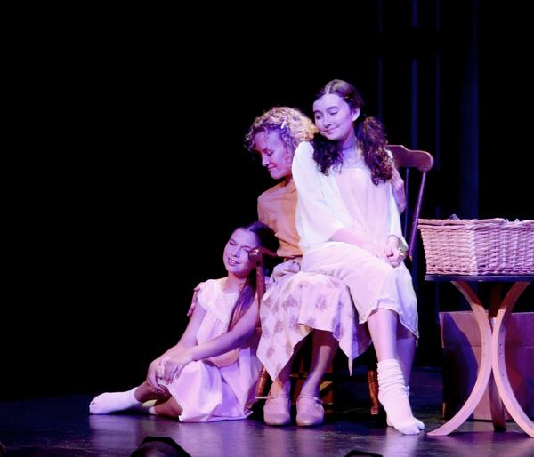 Naomi Voigt, Georgia Kate Haege, Taylor Terry Photo