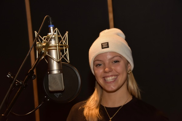 BWW Exclusive: MEAN GIRLS Stars Kyle Selig and Renee Rapp Warm Up to Sing Carols For A Cure