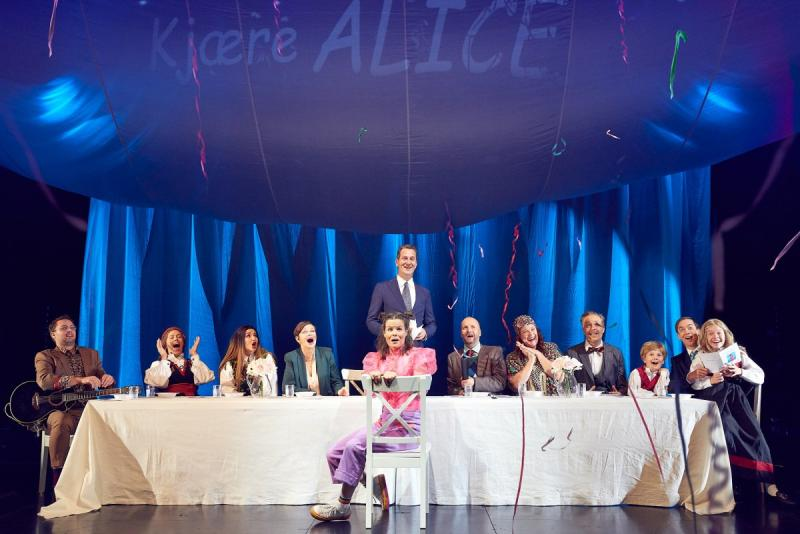 BWW Review: ALICE I VIDUNDERLAND at Nationaltheatret - Wonderfully Crazy Fairytale About Identity Crisis and Longing