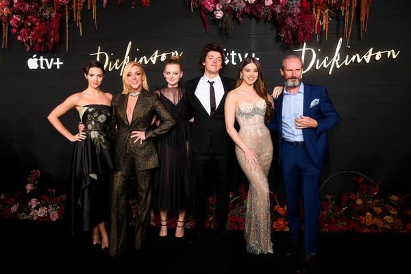 Ella Hunt, Jan Krakowski, Anna Baryshnikov, Adrian Blake Enscoe, Hailee Steinfeld, an Photo