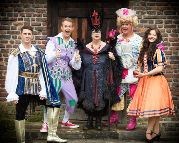 Photo Flash: First Look at Jo Brand in SNOW WHITE at Richmond Theatre