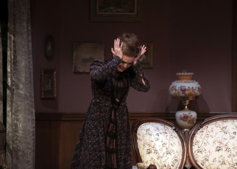 BWW Review: Ottawa Little Theatre's GASLIGHT Thrills This Halloween Season
