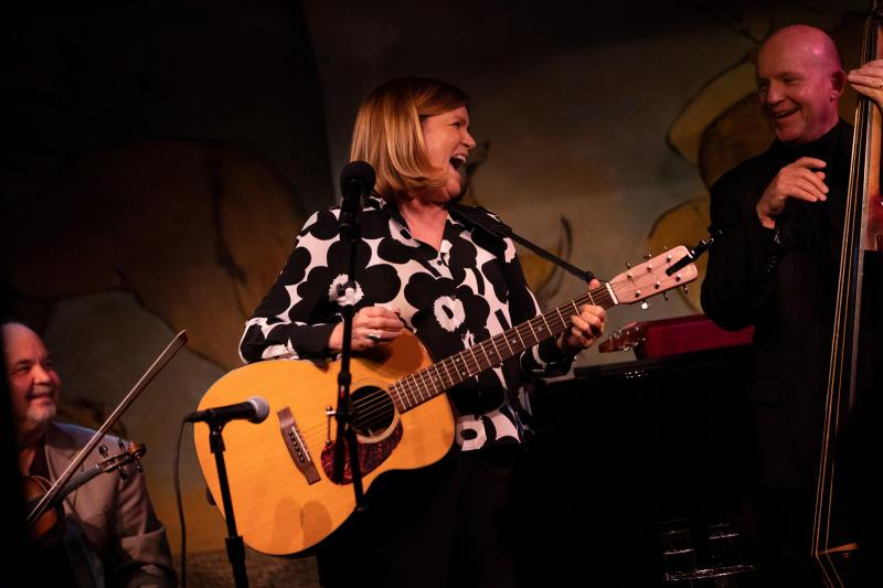 BWW Review: MARE WINNINGHAM Warms Up New Friends at The Cafe Carlyle