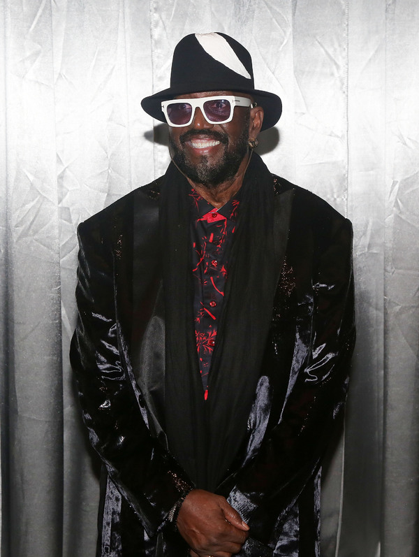 NEW YORK, NEW YORK - OCTOBER 30: (EXCLUSIVE COVERAGE) Otis Williams poses as the cast Photo