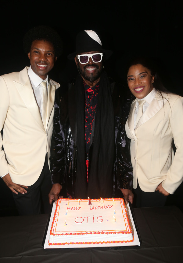 NEW YORK, NEW YORK - OCTOBER 30: (EXCLUSIVE COVERAGE) Otis Williams poses with cast a Photo