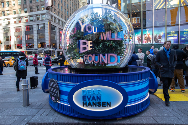Photo Flash: DEAR EVAN HANSEN, WICKED, and More Celebrate Broadway Designers With Holiday 'Show Globes'