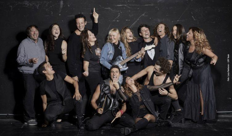 BWW Review: BALLIAMO SUL MONDO, il musical jukebox de 'Il Liga' al Teatro Nazionale
