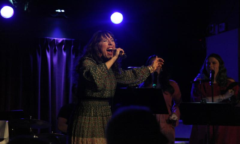 BWW Review: FARAH ALVIN ON VINYL Leaves The Green Room 42 Audience Screaming for More