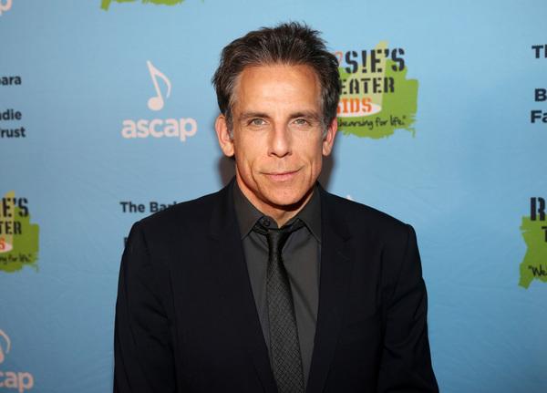 NEW YORK, NEW YORK - NOVEMBER 18: Honoree Ben Stiller poses at the 2019 Rosie's Theat Photo