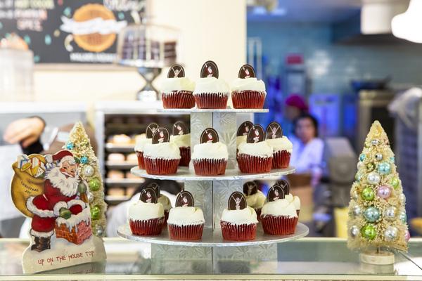 Photo Flash: Radio City Rockettes Unveil Christmas Cupcake At Magnolia Bakery!