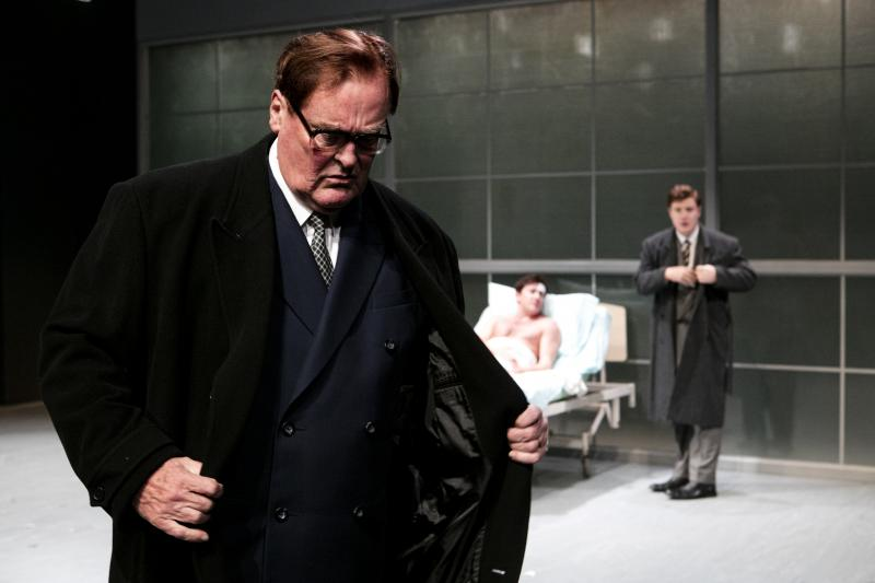 BWW REVIEW: PACKER & SONS Delves Into The Generations Of Power And Toxicity Within One of Australia's Richest Families