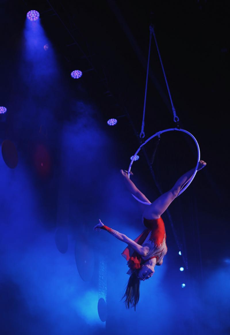 Woman performing on a ring suspended above the stage