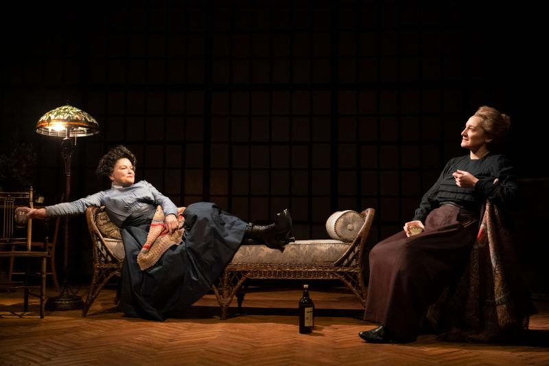 BWW Review: Kate Mulgrew and Francesca Faridany Muse Over Science and Sexism in Lauren Gunderson's THE HALF-LIFE OF MARIE CURIE