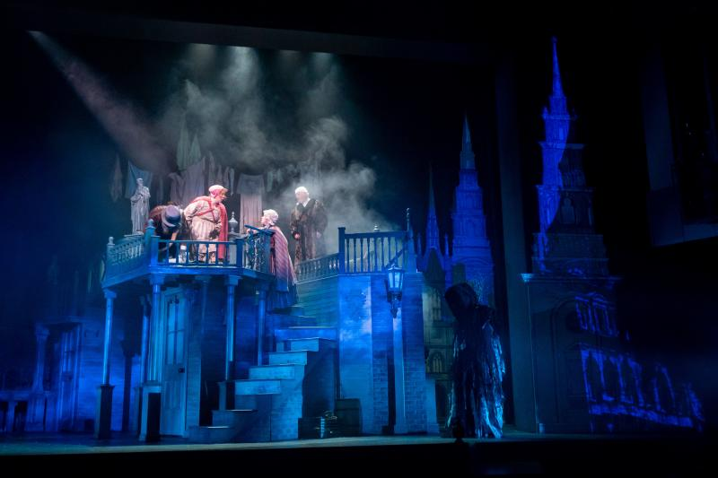 BWW Review: A CHRISTMAS CAROL at the Spencer Theatre is A Wonderful Gift For the Whole Family