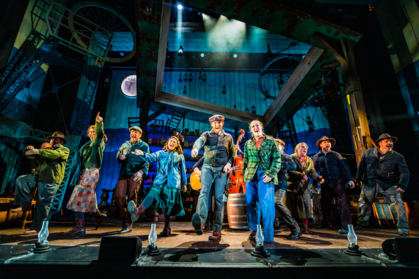 Photo Flash: First Look at the World Premiere of DOLLY PARTON'S SMOKY MOUNTAIN CHRISTMAS CAROL at Boston's Emerson Colonial Theatre