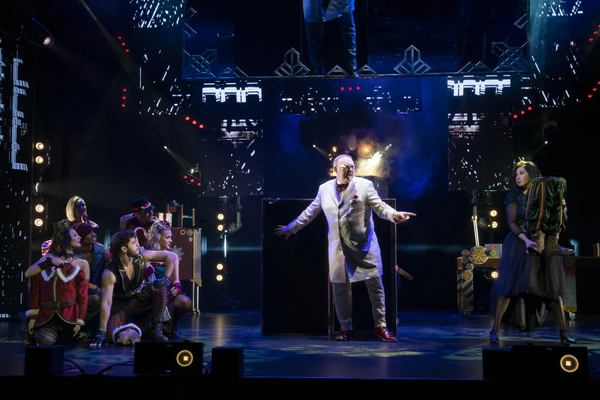 Kevin James and the Cast of The Illusionists – Magic of the Holidays Photo