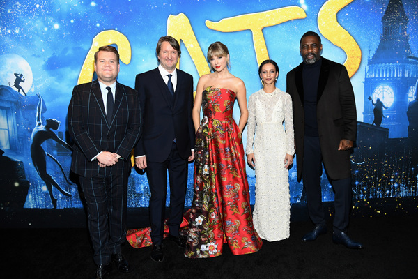 James Corden, Tom Hooper, Taylor Swift, Francesca Hayward, and Idris Elba  Photo