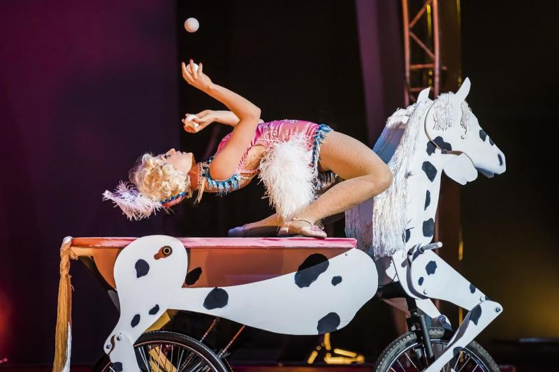 BWW Review: Cirque Mechanics' 42FT—A MENAGERIE OF MECHANICAL MARVELS is  Small In Size But Big On Personality