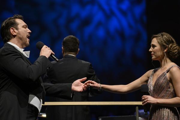 PHOTO FLASH: Laura Osnes y Paulo Szot brillan en NAVIDAD EN BROADWAY