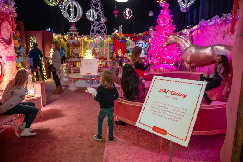 BWW Review: DCPA's CAMP CHRISTMAS is a Festive Selfie Wonderland