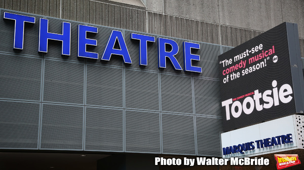 """Theatre Marquee unveiling for """"Tootsie"""" starring Santino Fontana, Lilli Cooper, Sarah Photo"""