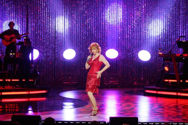 Photo Flash: Reba McEntire's Best Stage Looks!