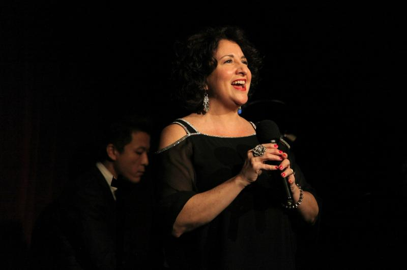 BWW Review: Lisa Viggiano Brings The Sunshine To The Beach Cafe