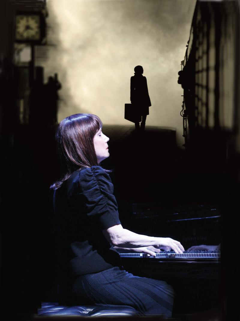 BWW Interview: Mona Golabek of THE PIANIST OF WILLESDEN LANE at TheatreWorks Silicon Valley Helps Us Find Our Common Humanity by Telling Her Mother's Story