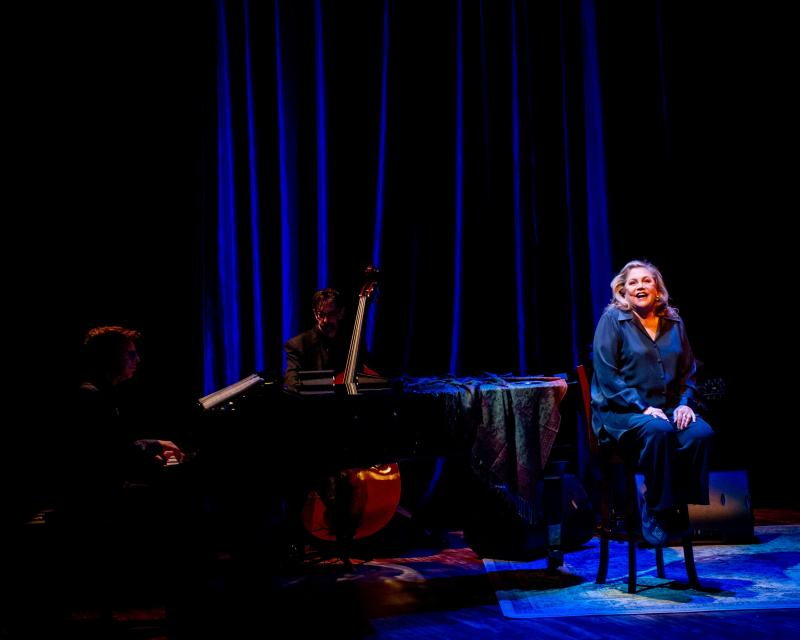 BWW Review: Kathleen Turner Rises To New Heights With FINDING MY VOICE at The Green Room 42
