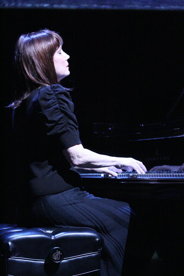 Mona Golabek Photo