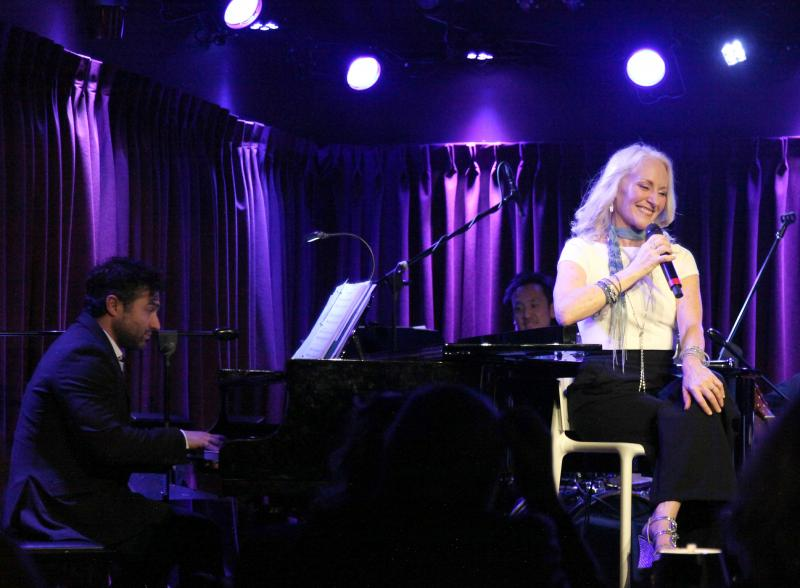 BWW Review: In Her STILL WITHIN THE SOUND OF MY VOICE-THE SONGS OF LINDA RONSTADT, Elizabeth Ward Land Explores Her Creative Life Set To The Music Of A Legend