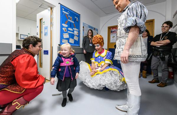 Photo Flash: Cast Members From Birmingham Hippodrome's SNOW WHITE AND THE SEVEN DWARFS Visit Birmingham Children's Hospital