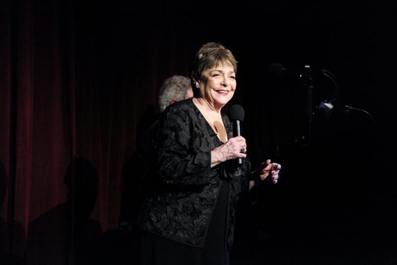 BWW Review: SANDY STEWART, NICOLAS KING AND MIKE RENZI Light Up The Beach Cafe With Their Brilliance