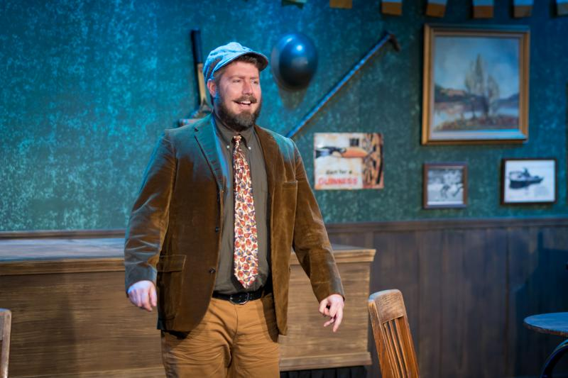 BWW Review: FLANAGAN'S WAKE Invites Participation, Improvs Your Stories, and Pays Respects to Everyone's Favorite Cousin