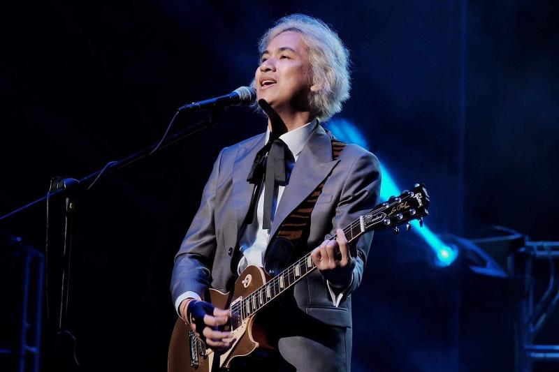 PHOTOS: Ely Buendia Returns to A NIGHT AT THE THEATER; View Previous Concert Photos!