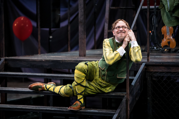 Photo Flash: Guthrie Theater's Production of TWELFTH NIGHT