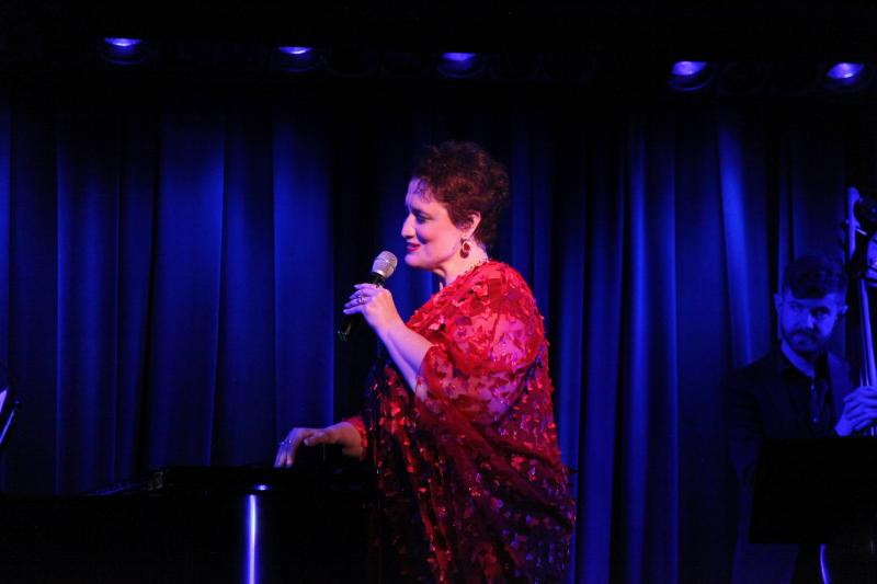 BWW Review: Regina Zona Holds Court at The Laurie Beechman Theatre in BECOMING...THE QUEEN 2.0