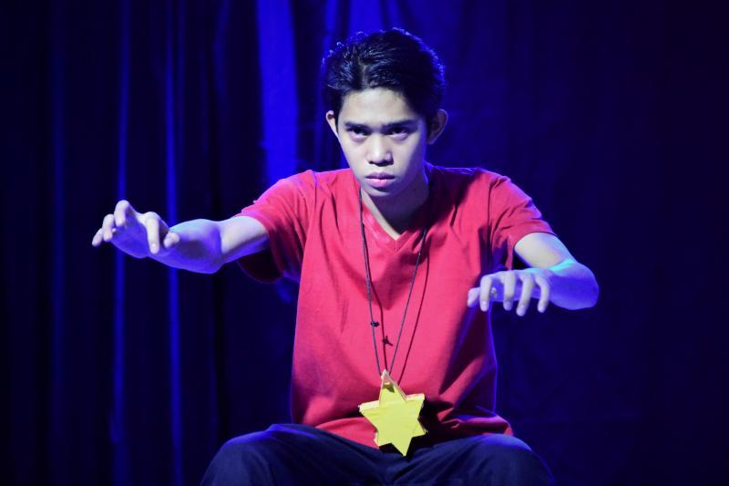 Photo Coverage: SI JANUS SILANG AT ANG TIYANAK NG TABON Plays at St. Mary's College Q.C.