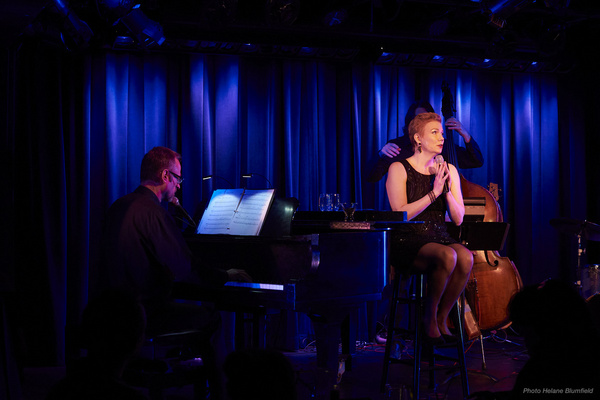 Photo Flash: Jennifer Barnhart At The Laurie Beechman