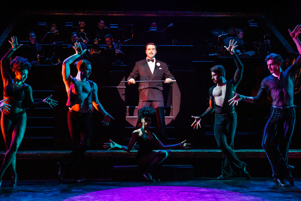 Photo Flash: New Images From CHICAGO National Tour
