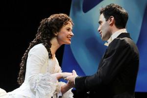 BWW Feature: THE PHANTOM OF THE OPERA  in STREAMING sul canale You Tube THE SHOWS MUST GO ON IL 17 APRILE 2020