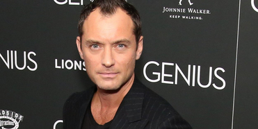 Jude Law In Talks to Join Live Action PETER PAN As Captain Hook Photo