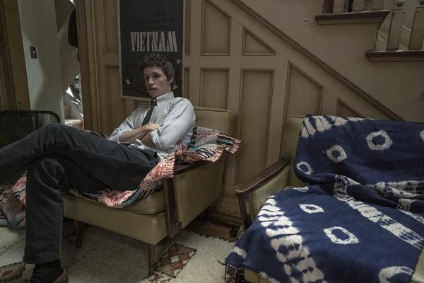 EDDIE REDMAYNE as Tom Hayden i  Photo