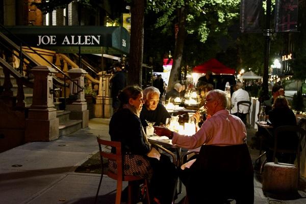 Photo Flash: Matthew Broderick, Joel Grey and More Celebrate the Return of Joe Allen