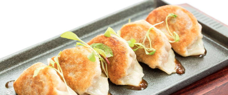 BWW Review:  UN PLAZA GRILL for Casually Elegant, Delightful Dining