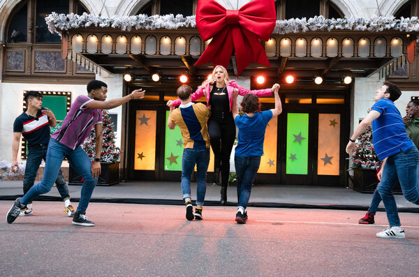 Photo Flash: The Casts of JAGGED LITTLE PILL, HAMILTON, MEAN GIRLS, and AIN'T TOO PROUD Perform at the MACY'S THANKSGIVING DAY PARADE