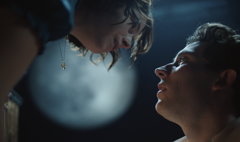PHOTO: First Look at Josh O'Connor and Jessie Buckley In the National Theatre's ROMEO & JULIET