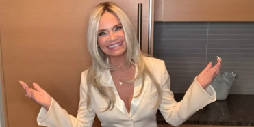 VIDEO: Kristin Chenoweth Remixes WICKED Tune 'Popular' in Honor of Vice President Kamala H Photo