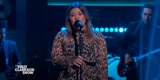 VIDEO: Kelly Clarkson Covers 'What A Girl Wants' Photo